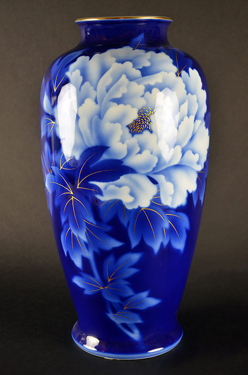 Fukagawa Japanese Porcelain Imperial Fine China Blue and White Hand-Painted Vase Peony Peonies