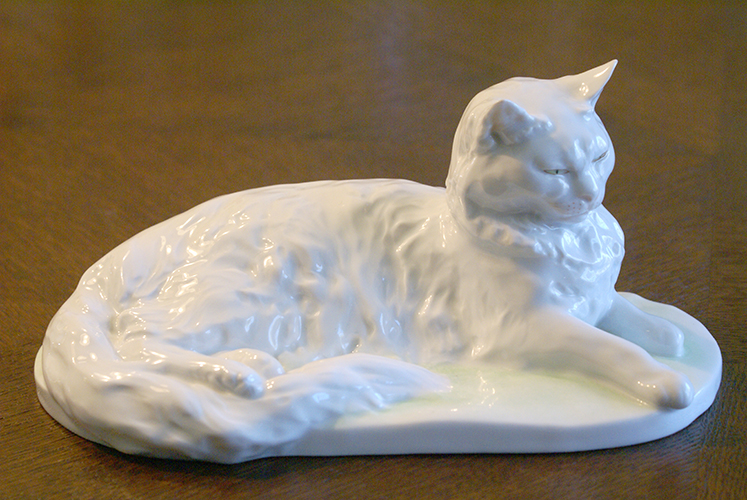 Herend Porcelain Company Sleeping Resting White Cat Figurine Made in Hungary Hungarian