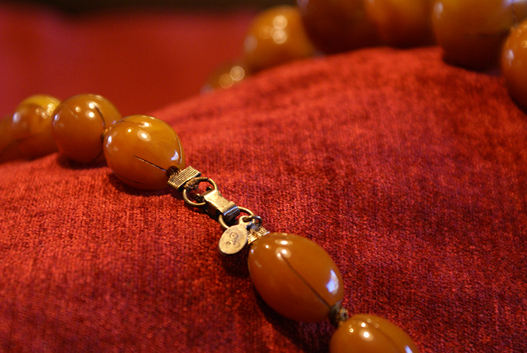 Vintage Costume Jewelry Lucite Plastic Beads Necklace Amber Big Chunky Bean Nut Seed