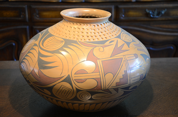 Mexican Mata Ortiz Clay Pottery Vase by Daniel Gonzalez Geometric Design Pattern