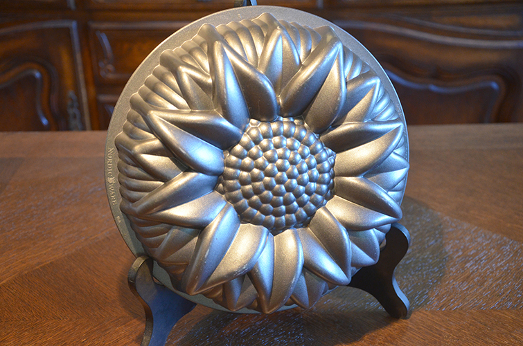 Nordic Ware Nonstick Metal Bundt Cake Pan Kitchen Mold Sunflower Baking