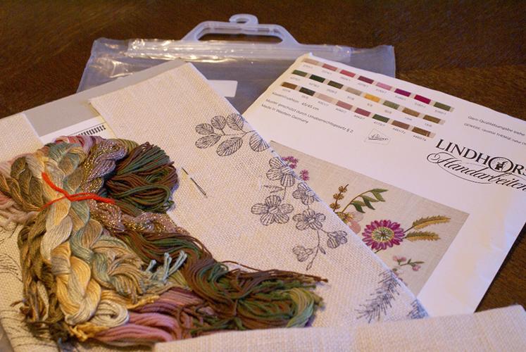 Vintage Lindhorst Needlepoint Stitchery Kit Floral Flower Pillow Case Made in West Germany