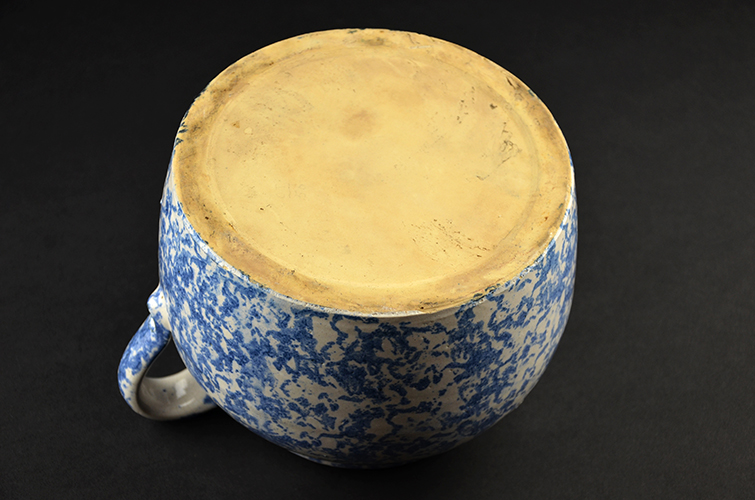 Antique Vintage Spongeware Stoneware Blue and White Bean Pot with Lid Lidded